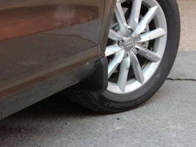 Брызговики передние для Audi Q3 2011- н.в., 2 шт. (оригинал) (VAG)