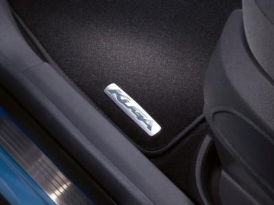 Комплект велюровых ножных ковриков для Ford Kuga c металлической шильдой, 2012- н.в. (Ford) (Original)