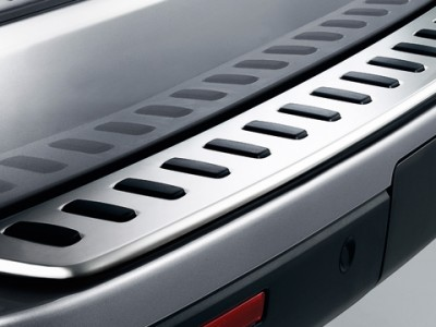 Рифленая накладка на задний бампер из нержавеющей стали для Land Rover Discovery IV, 2009-2016, (оригинал) (Land Rover)