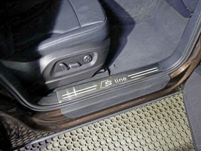 Накладки на пластиковые пороги защитные из нержавеющей стали в ассортименте для Audi Q5 2008-2016 (TCC)
