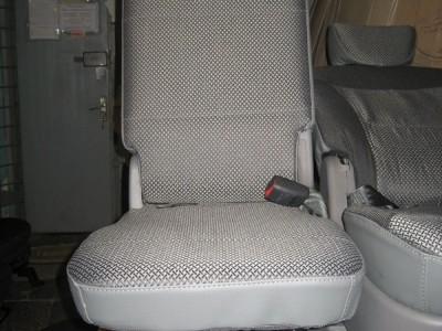 Оригинальные модельные чехлы на сидения для автомобиля Mazda MPV 1996-2006 (материал: твид, кожзам; любые тона)